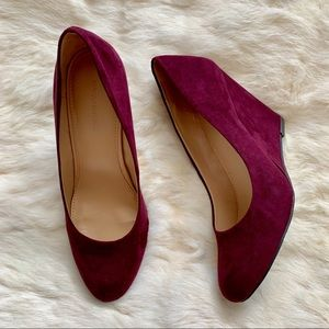 BANANA REPUBLIC PURPLE WEDGE HEELS